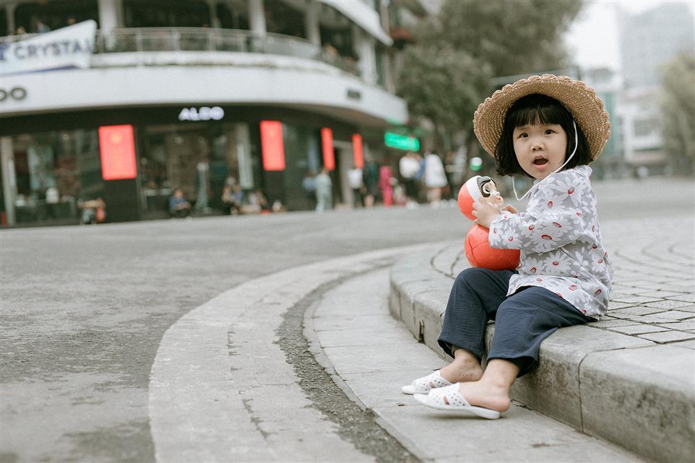 Bộ ảnh Em bé Hà Nội của em bé 3 tuổi khiến nhiều 8x, 9x nhớ tuổi thơ dữ dội-3