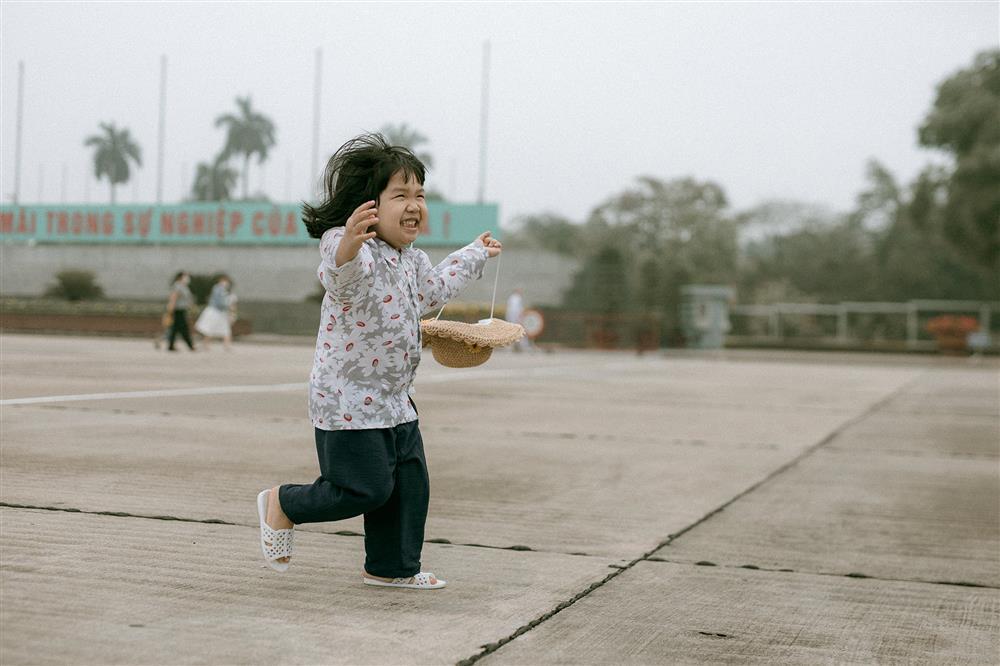 Bộ ảnh Em bé Hà Nội của em bé 3 tuổi khiến nhiều 8x, 9x nhớ tuổi thơ dữ dội-9