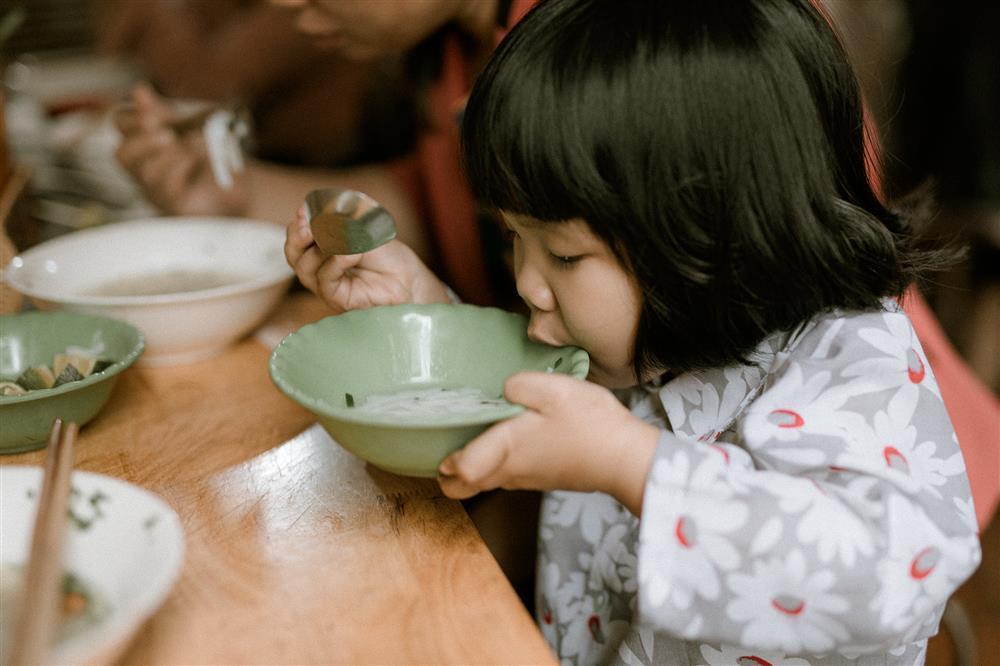 Bộ ảnh Em bé Hà Nội của em bé 3 tuổi khiến nhiều 8x, 9x nhớ tuổi thơ dữ dội-5