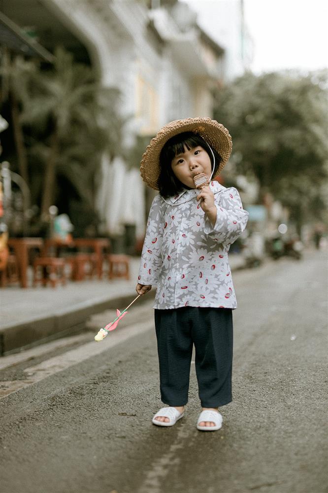 Bộ ảnh Em bé Hà Nội của em bé 3 tuổi khiến nhiều 8x, 9x nhớ tuổi thơ dữ dội-12