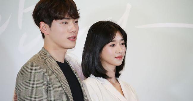 Điên nữ Seo Ye Ji cân đẹp mọi kiểu tóc nhờ gương mặt bé bằng bàn tay-2