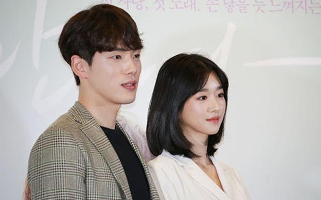 Rộ tin đồn điên nữ Seo Ye Ji ghen tuông bệnh hoạn, thích cặp kè người nổi tiếng-1