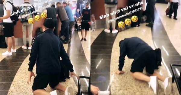 Lan truyền hình ảnh Quang Hải bị bắt quỳ gối giữa sân bay-1