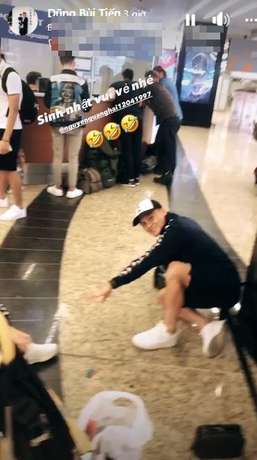 Lan truyền hình ảnh Quang Hải bị bắt quỳ gối giữa sân bay-2
