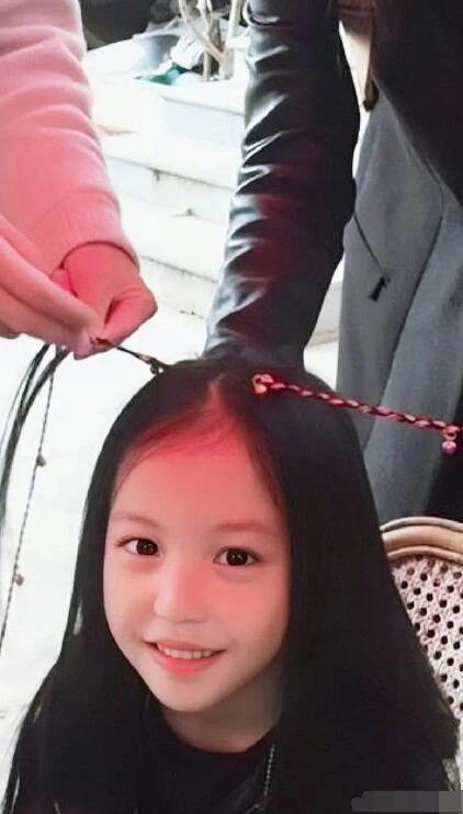 Con gái Triệu Vy ra dáng thiếu nữ khi bước sang tuổi 11-1