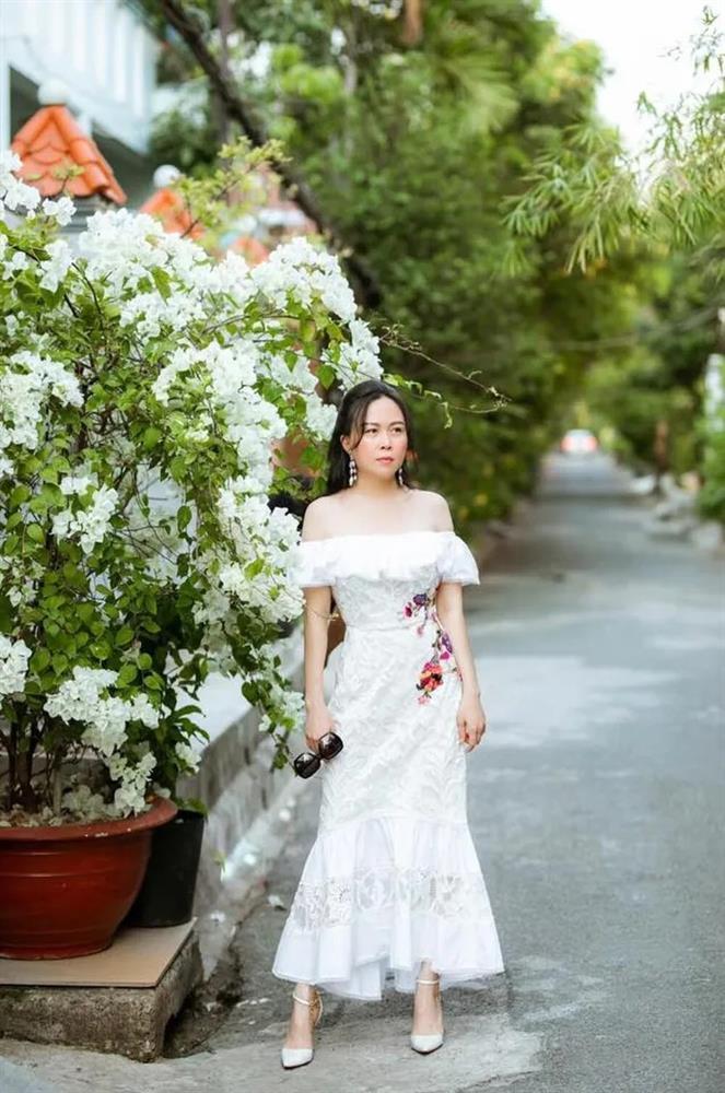 Phượng Chanel mặc croptop như gái teen khoe eo 63 cm-6