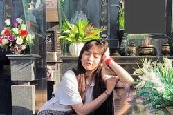 Khánh Vân tạo dáng bên bia mộ người thân bị dân mạng mắng té tát