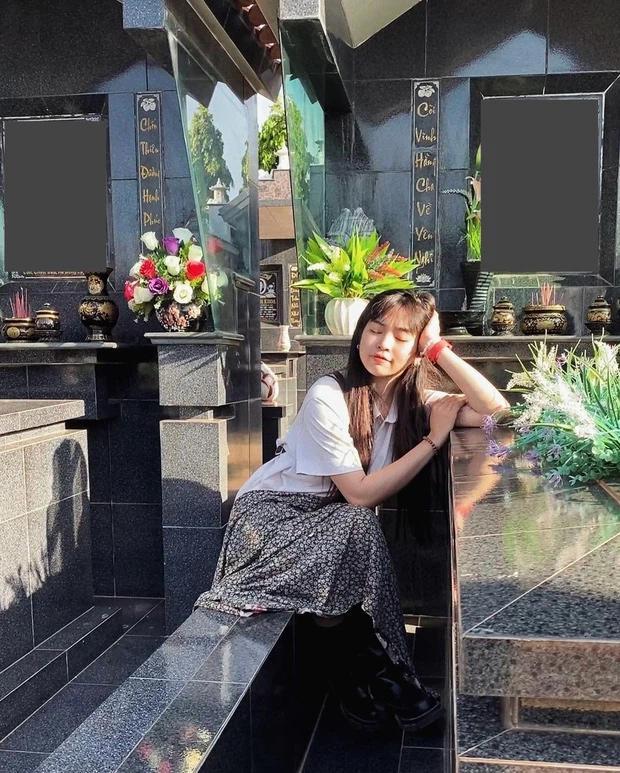 Khánh Vân tạo dáng bên bia mộ người thân bị dân mạng mắng té tát-2