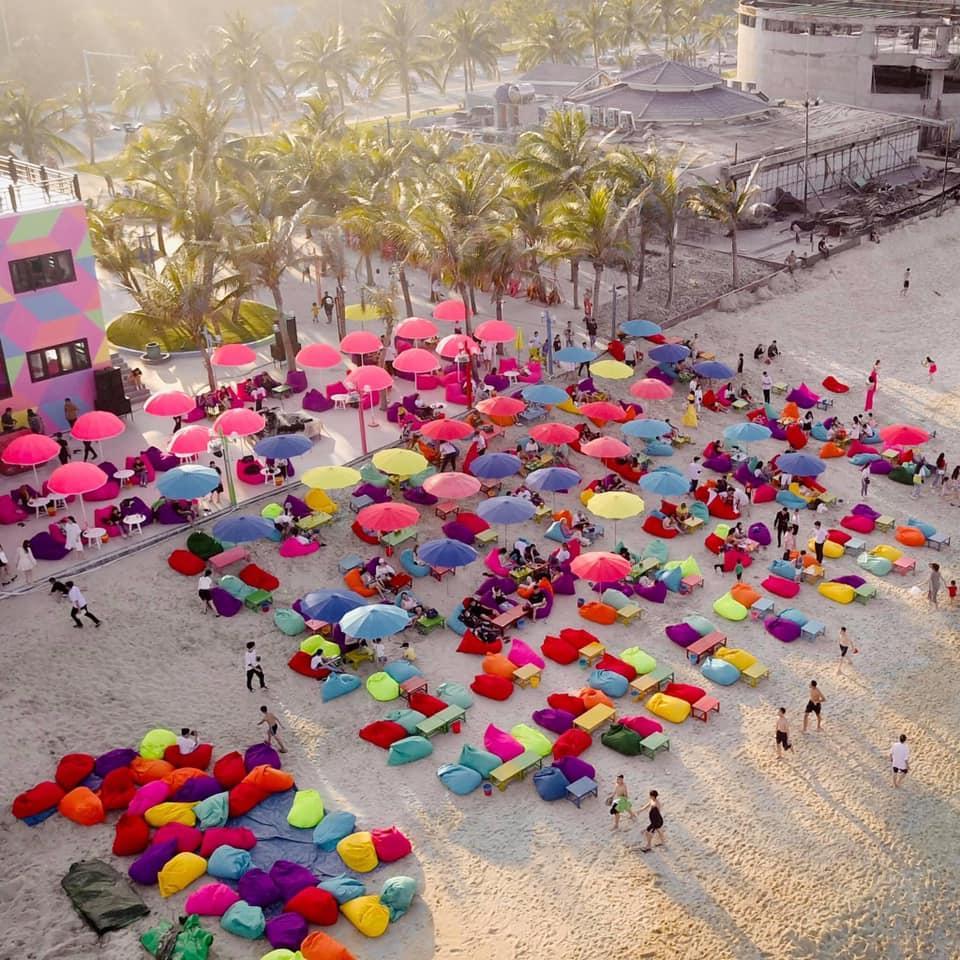 Choáng ngợp trước thiên đường 7 sắc cầu vồng như Bali trên bãi biển Đà Nẵng-2