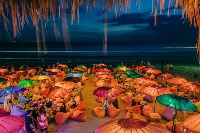 Choáng ngợp trước thiên đường 7 sắc cầu vồng như Bali trên bãi biển Đà Nẵng-8