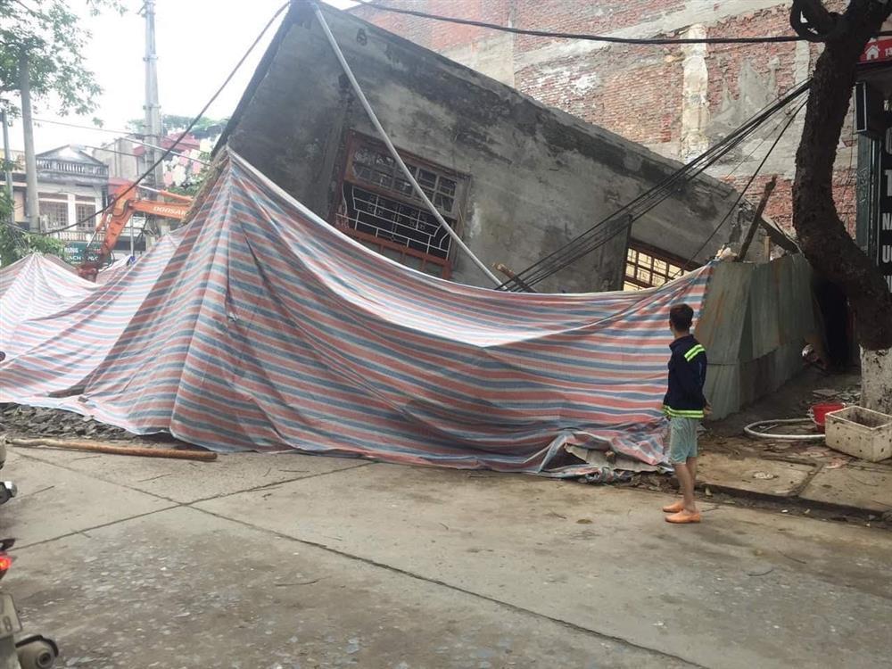 Chủ nhân nhà 3 tầng bị sập ở Lào Cai nhập viện cấp cứu vì shock tâm lý-1