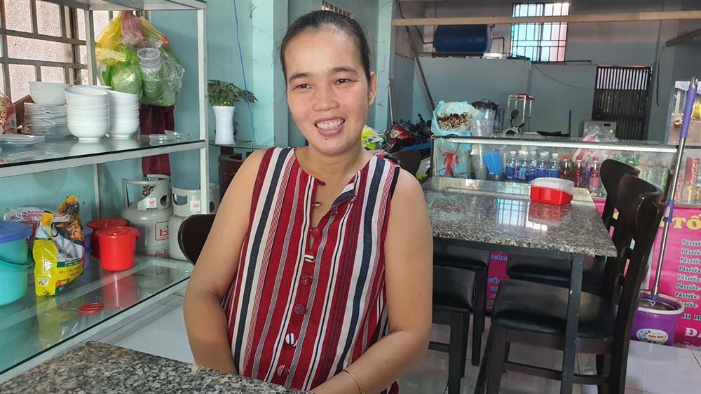 Quán bún riêu miễn phí ở Sài Gòn mời người nghèo đến ăn-5