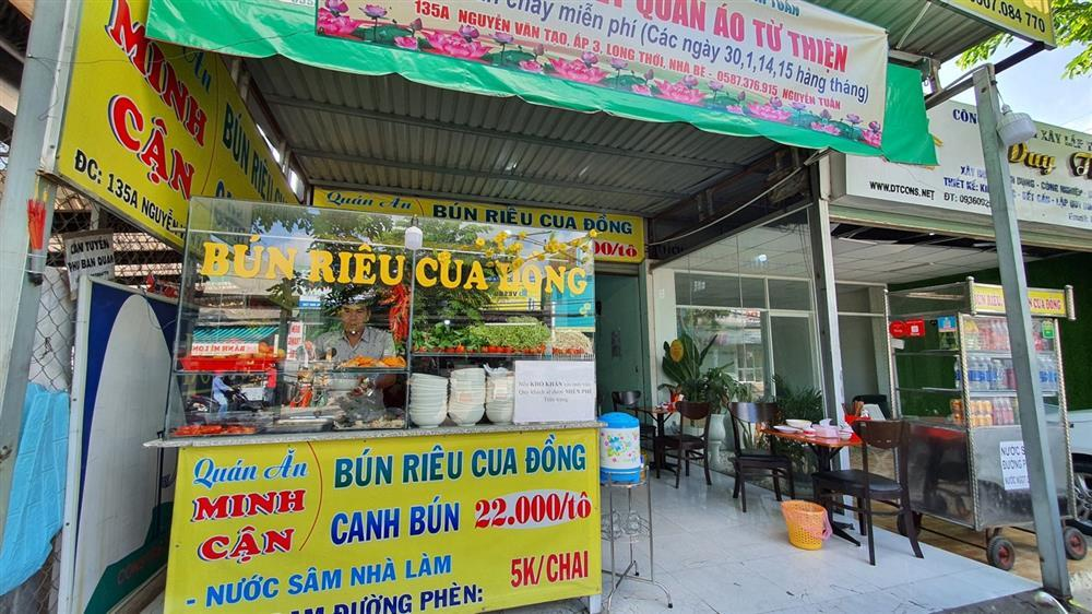 Quán bún riêu miễn phí ở Sài Gòn mời người nghèo đến ăn-7