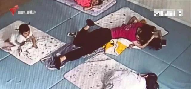 Hôn bé trai trong lúc ngủ để lại dấu răng, cô giáo nói dối con bị bạn học cắn-3