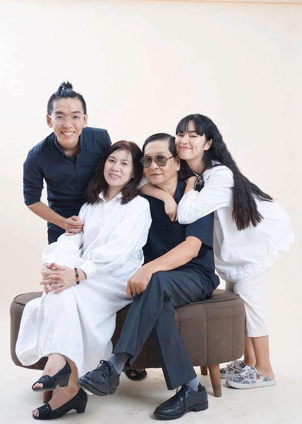Bố Khánh Vân xui con gái Múc những kẻ chỉ trích ảnh chụp bên mộ-5