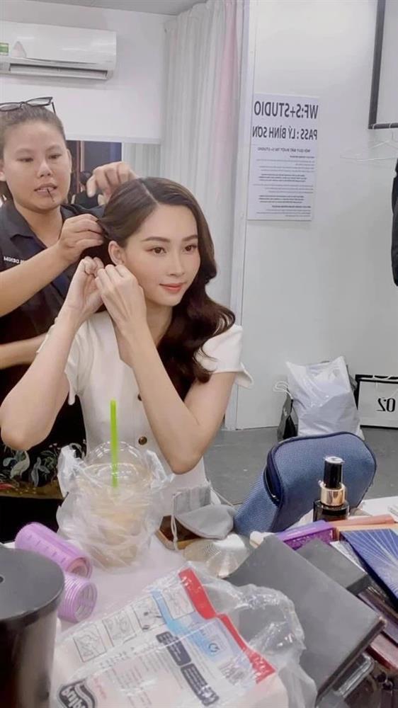 Ekip bóc nhan sắc của Hoa hậu Đặng Thu Thảo qua camera thường-2