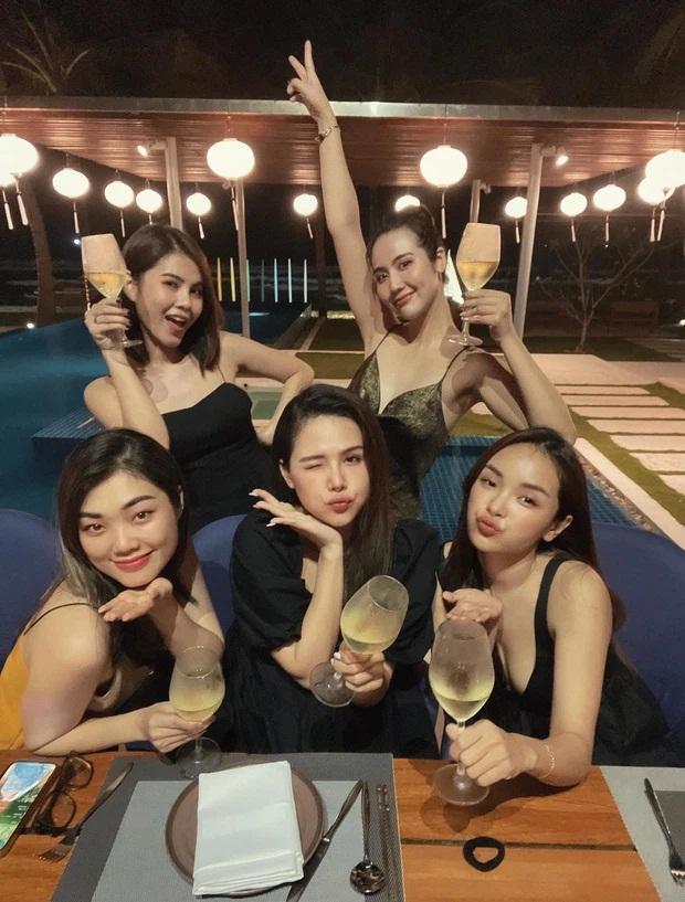Ai cũng ước có người bạn lấy chồng giàu như Phanh Lee: Được ăn ngon, ở resort đẹp-1