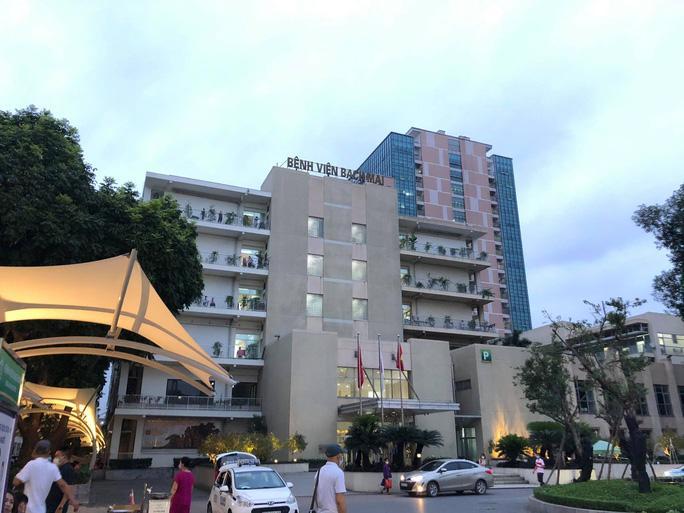 Gần 200 cán bộ, nhân viên Bệnh viện Bạch Mai xin nghỉ việc-1