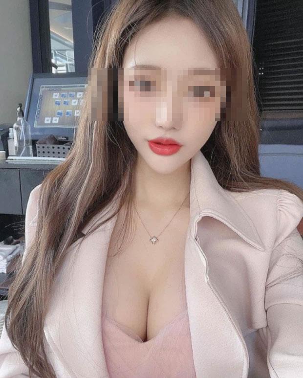 Hot girl gây sốc công khai rao bán ảnh 18+ trên sóng livestream-1