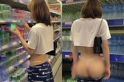 Cô gái tụt quần 'show hàng' giữa siêu thị, ngã ngửa khi lộ giới tính