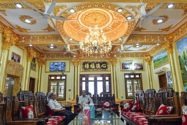 Cận cảnh tòa lâu đài choáng ngợp, chủ nhân mới 56 tuổi ở Hưng Yên-4