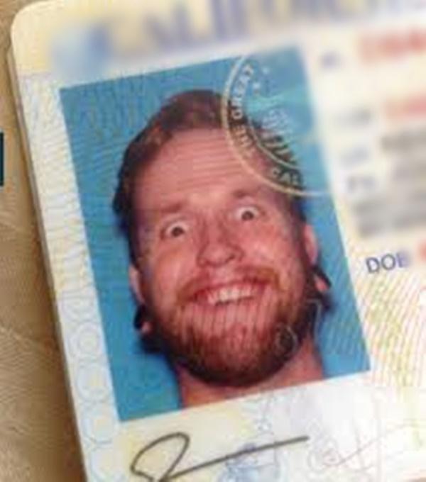 Nghiêm túc chụp ảnh thẻ nhưng đời xô đẩy ta thành diễn viên hài-6