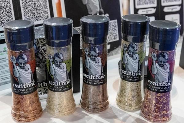Thánh rắc muối bị kiện 5 triệu USD vì vi phạm bản quyền-2