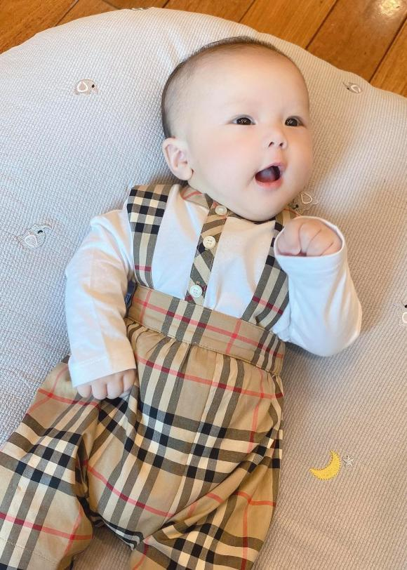 Ngoại hình đẹp trai hơn bố của con trai 8 tháng nhà Đỗ Duy Mạnh-4