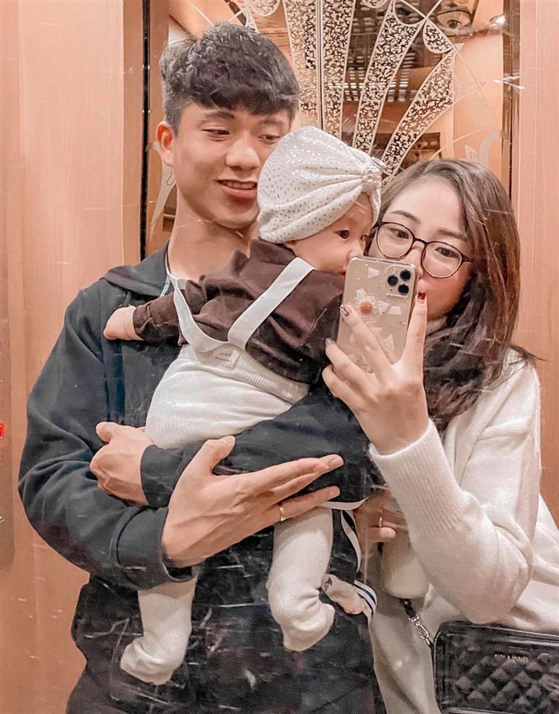 Con gái Phan Văn Đức thay đổi thế nào sau 8 tháng chào đời?-3