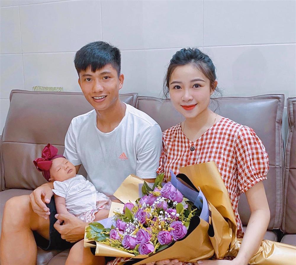 Con gái Phan Văn Đức thay đổi thế nào sau 8 tháng chào đời?-1