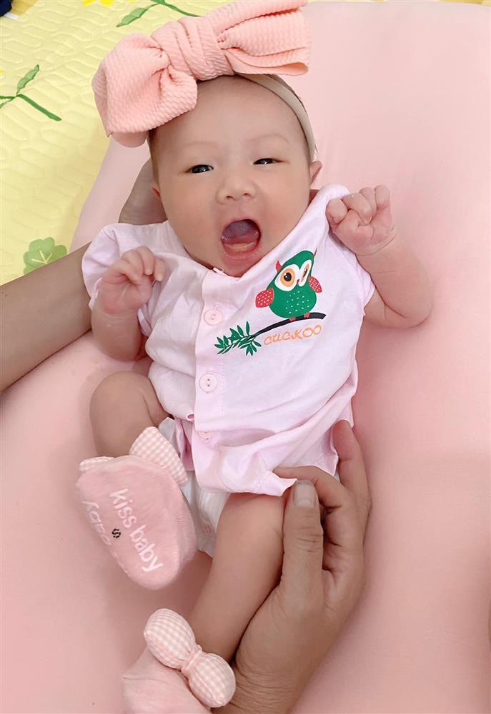 Con gái Phan Văn Đức thay đổi thế nào sau 8 tháng chào đời?-2