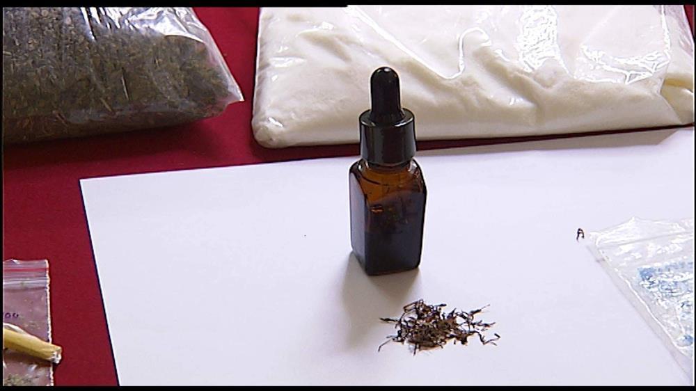 Phát hiện thuốc lá điện tử chứa ma túy tổng hợp, nguy cơ tàn phá sức khỏe học sinh-4