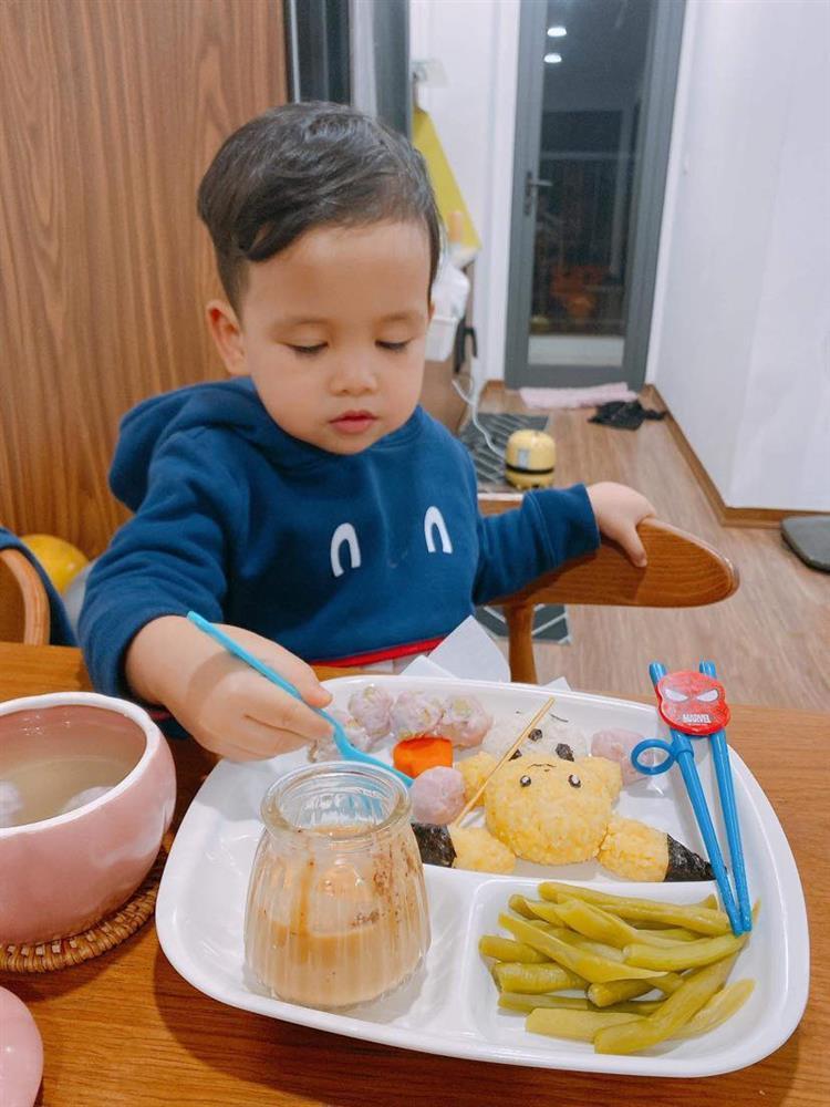 Mẹ 9x với những đĩa cơm đẹp mắt giúp con trai ăn thun thút-9
