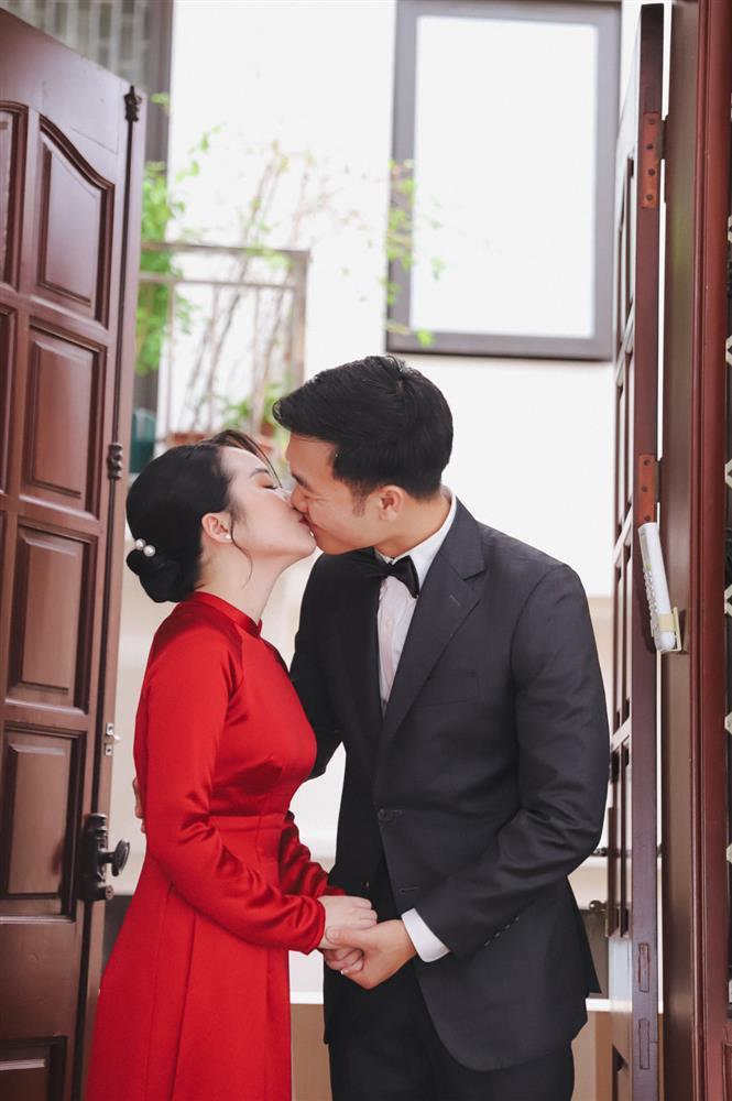 Vợ Xuân Trường lộ vòng 2 lùm lùm, fans chúc chàng Híp lên chức-1