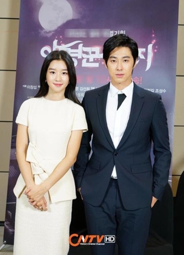 Nhân viên đoàn phim bỏ chạy khi thấy Seo Ye Ji-1