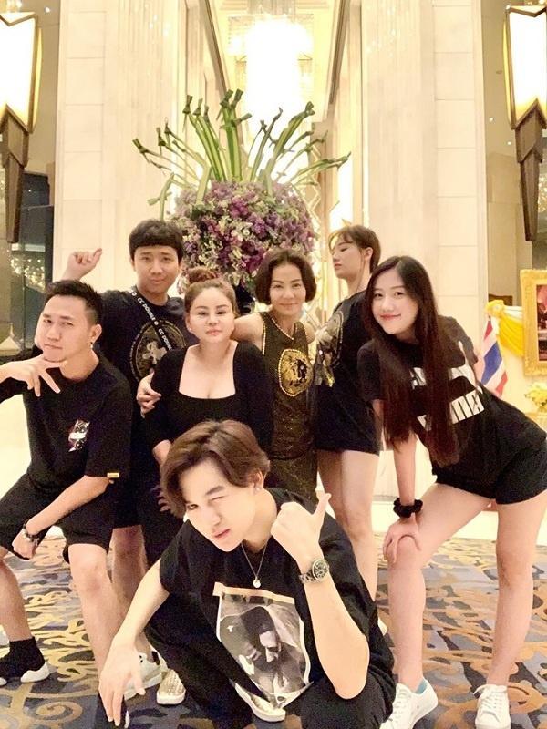 4 hội bạn thân sang chảnh bậc nhất showbiz Việt-5