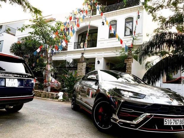 Ngắm biệt thự chật không còn chỗ để xe của Minh Nhựa và Mina Phạm-2
