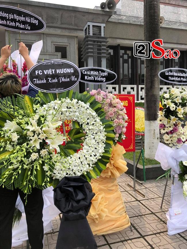 Tang lễ mẹ chồng Việt Hương: Xuân Bắc tới viếng, nghệ sĩ hải ngoại gửi vòng hoa-4