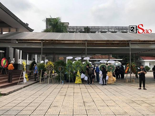 Tang lễ mẹ chồng Việt Hương: Xuân Bắc tới viếng, nghệ sĩ hải ngoại gửi vòng hoa-2