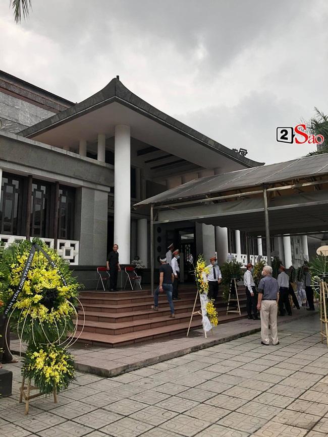 Tang lễ mẹ chồng Việt Hương: Xuân Bắc tới viếng, nghệ sĩ hải ngoại gửi vòng hoa-3