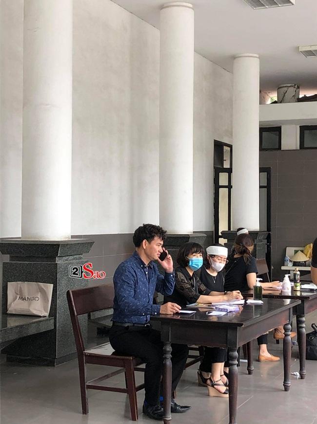 Tang lễ mẹ chồng Việt Hương: Xuân Bắc tới viếng, nghệ sĩ hải ngoại gửi vòng hoa-6