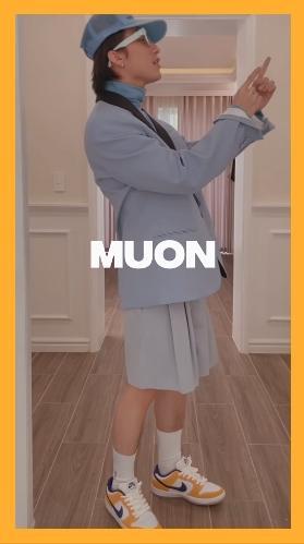 Sơn Tùng M-TP mặc quần mà y chang váy bồng lại còn xếp ly-6