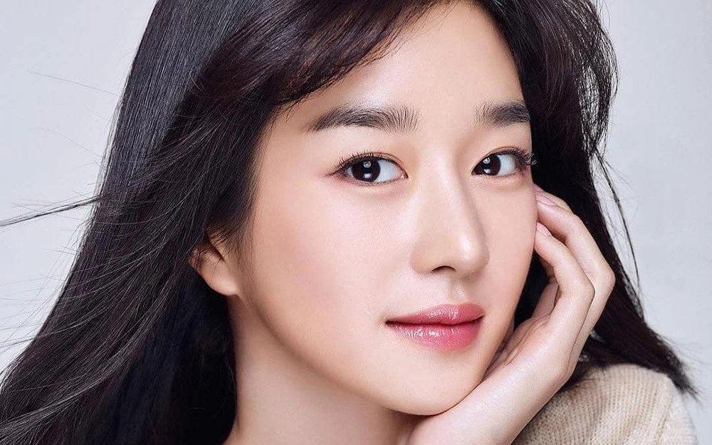Điên nữ Seo Ye Ji lộ khuyết điểm cười hở lợi, ảnh quá khứ khác xa hiện tại-8