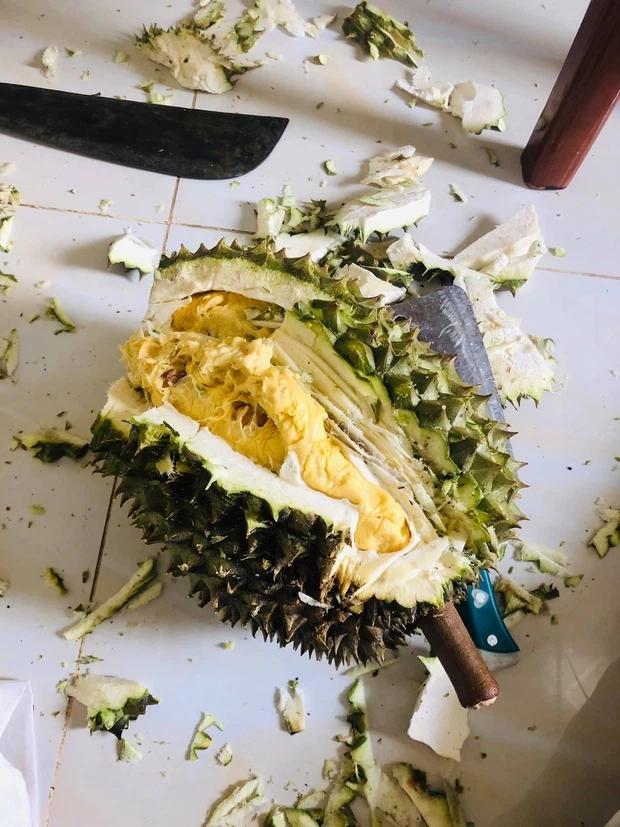 Cô gái up ảnh khoe được ăn sầu riêng, nhìn cách bổ mà tức muốn nội thương-3