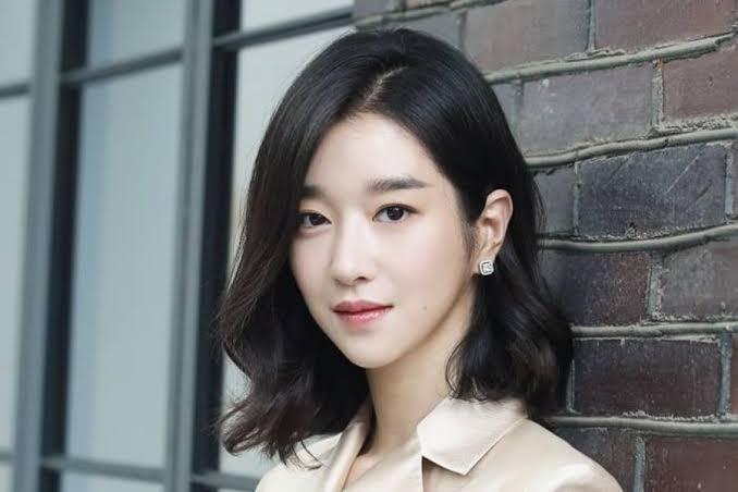 Điên nữ Seo Ye Ji lộ khuyết điểm cười hở lợi, ảnh quá khứ khác xa hiện tại-10