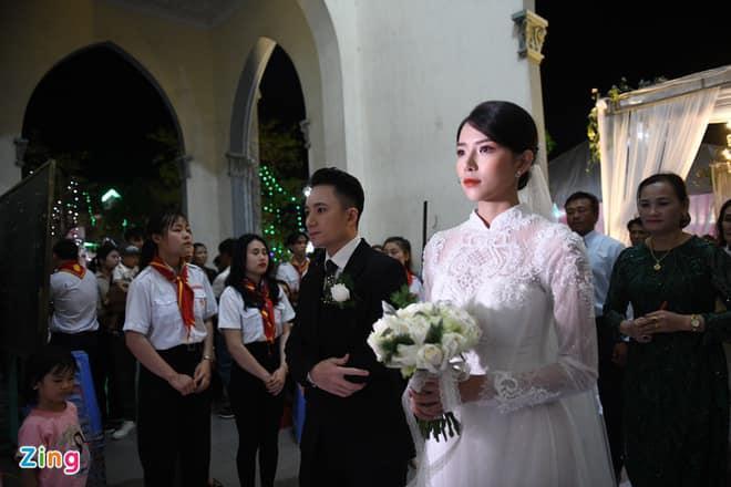Cô dâu Phan Mạnh Quỳnh diện áo dài trắng, xinh đẹp không góc chết-5