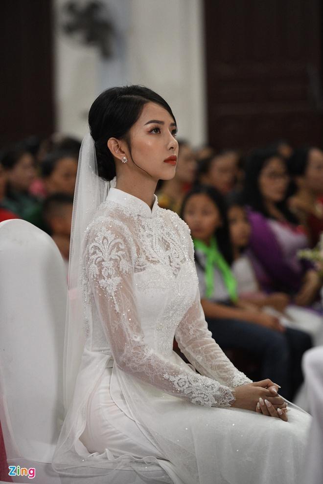 Cô dâu Phan Mạnh Quỳnh diện áo dài trắng, xinh đẹp không góc chết-4