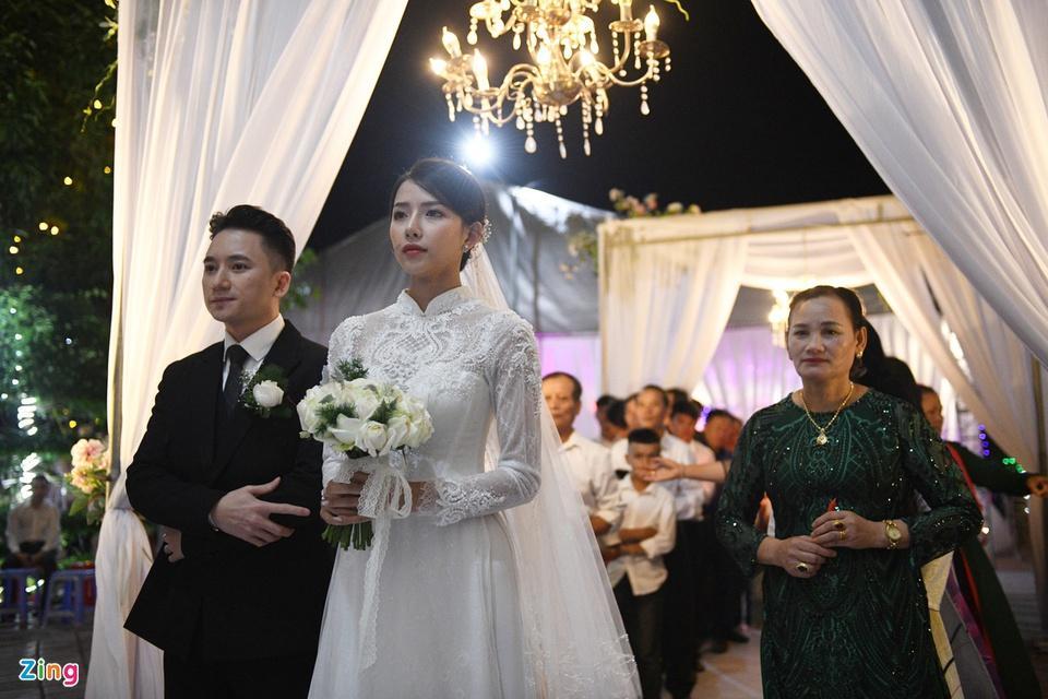 Cô dâu Phan Mạnh Quỳnh diện áo dài trắng, xinh đẹp không góc chết-1