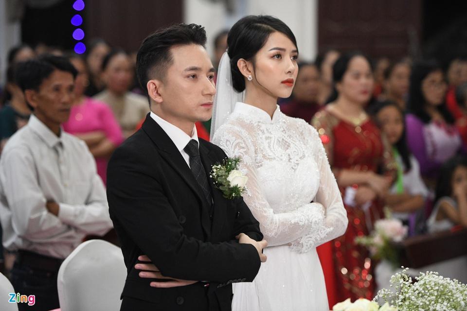 Cô dâu Phan Mạnh Quỳnh diện áo dài trắng, xinh đẹp không góc chết-2