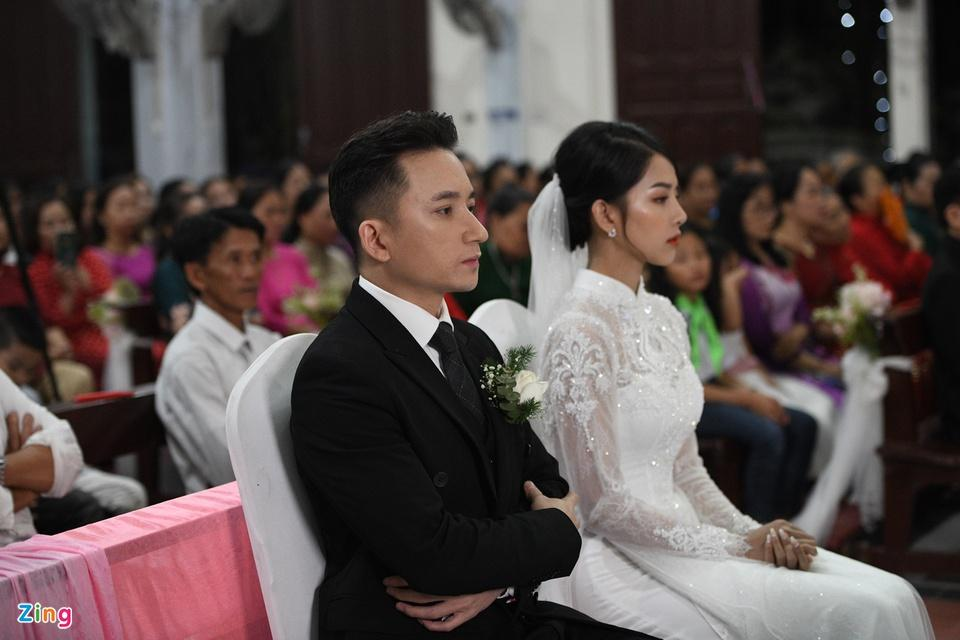 Cô dâu Phan Mạnh Quỳnh diện áo dài trắng, xinh đẹp không góc chết-8